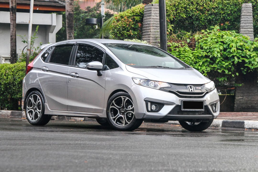 Review Spesifikasi, Kelebihan dan Kekurangan Honda Jazz GK5 - Honda Jazz, The most popular hatchback