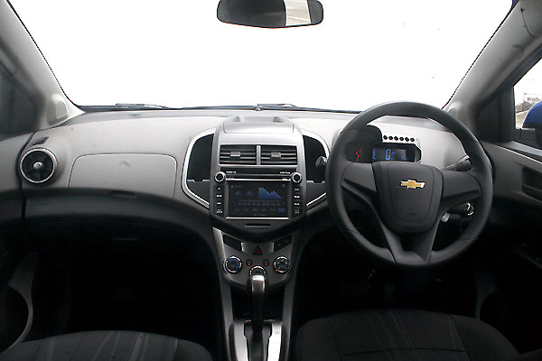 Review Spesifikasi, Kelebihan dan Kekurangan All New Chevrolet Aveo 1.4 T300