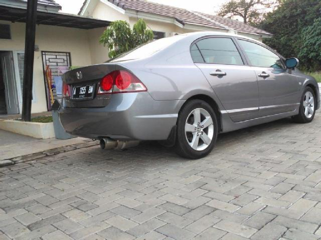 Duel Medium Sedan: Antara Honda Civic FD dan Toyota Corolla Altis Gen 2 (E140)